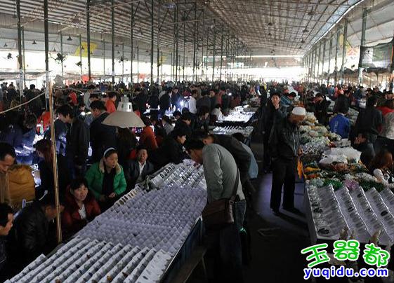 广州珠宝批发市场_广州哪里有玉器翡翠吊坠批发 广州华林玉器批发市场的货好不好 ...