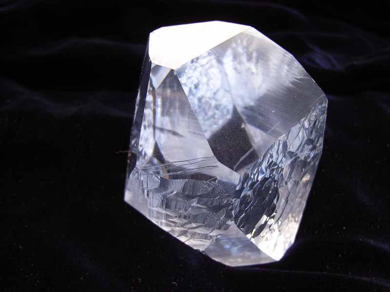 天然和人造水晶的区别和寓意